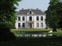 Buitenplaats Zeeduin is een historische buitenplaats in de buurt van Oostkapelle op het Zeeuwsche Walcheren. De buitenplaats bestaat uit Buitenplaats Zeeduin en Hofstede Duno.